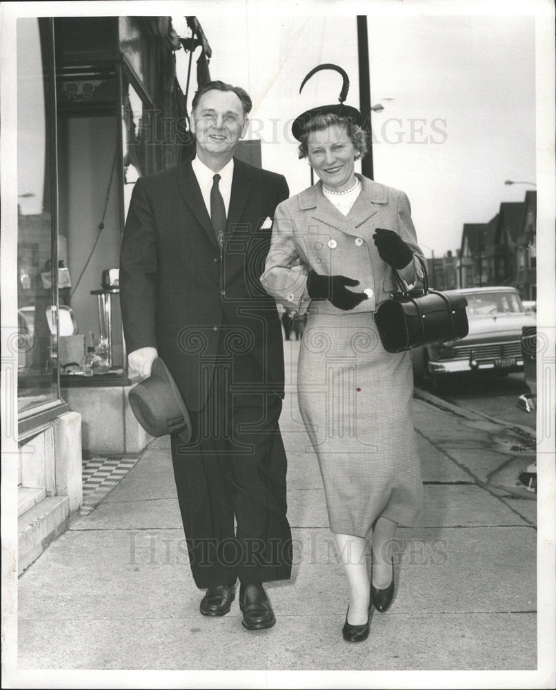 1959 Press Photo Candidate For City Clerk John Marcin Wife Beatrice At Polls - Historic Images