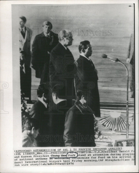 1975 Press Photo U.S. Pres Gerald Ford & Pres Chung Hee Park Seoul Intl Airport - Historic Images