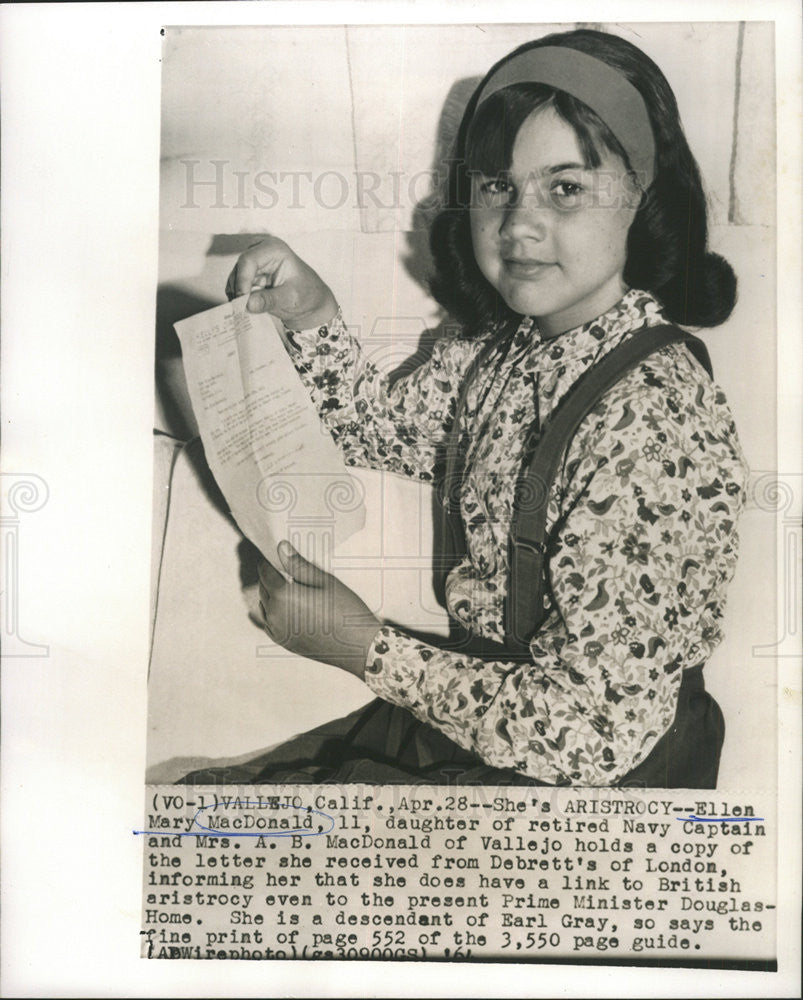 1964 Press Photo Ellen Mary MacDonald And MacDonald Hold A Copy Of Letter - Historic Images