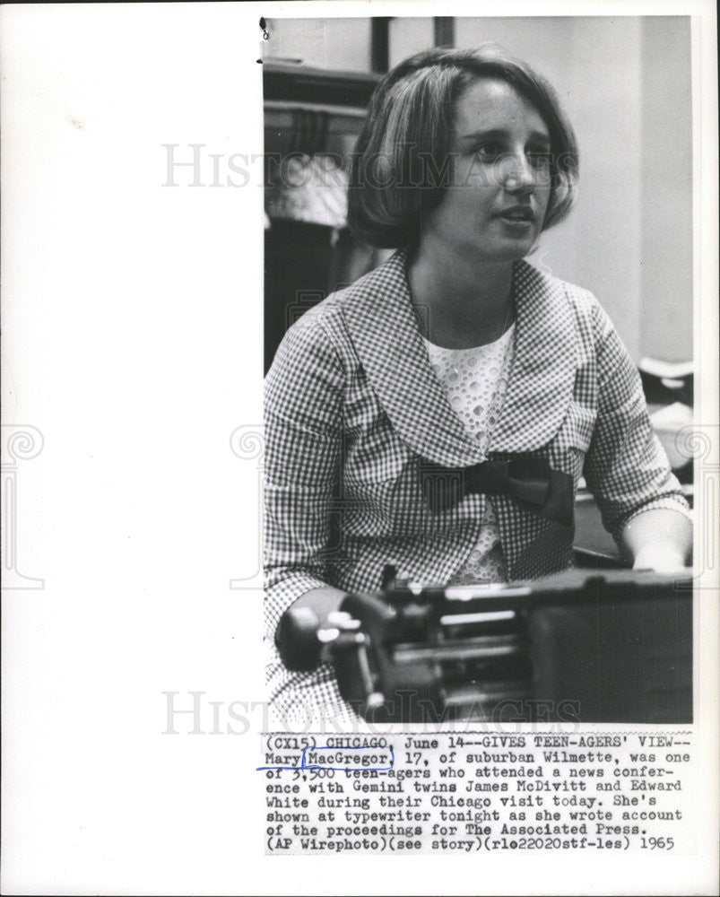 1965 Press Photo Mary MacGregor in News Conference of Gemini Twins - Historic Images
