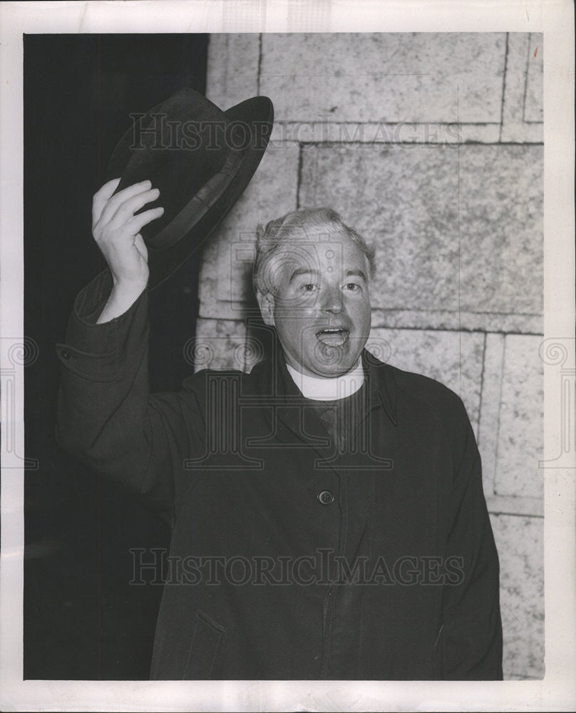 1964 Press Photo The Reverend Sydney Mac Ewan With His Hat Off - Historic Images