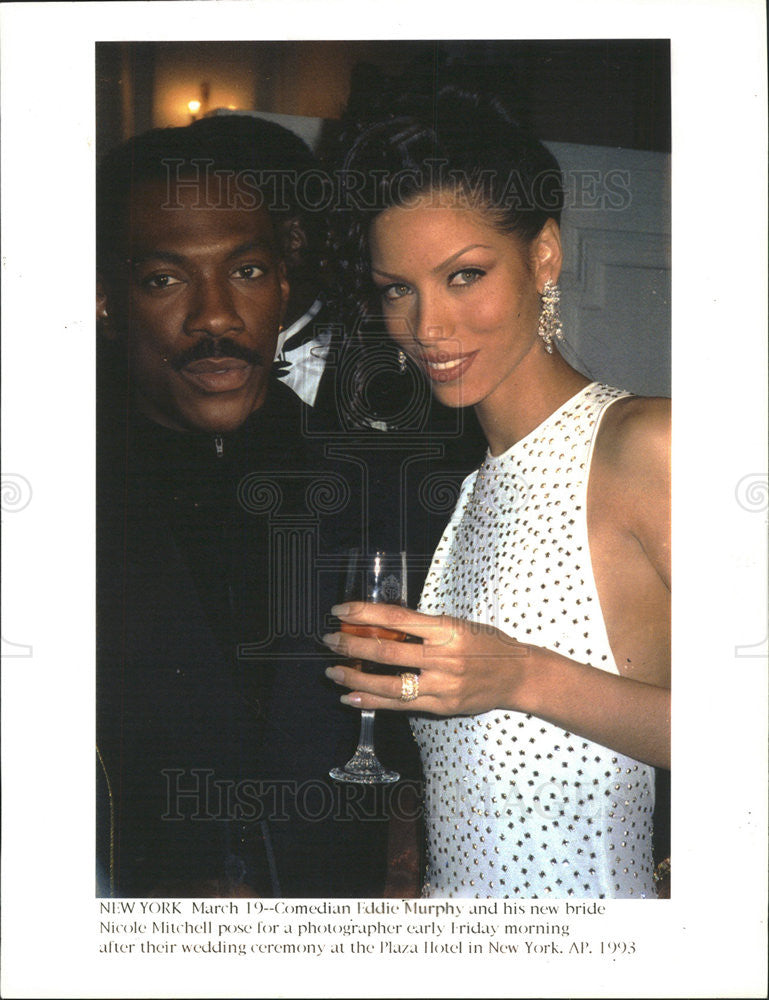 1993 Press Photo Comedian Eddie Murphy and wife Nicole Mitchell at wedding - Historic Images