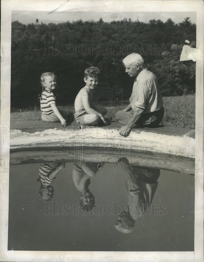 1948 Press Photo Carl Sandburg Biographer Author Grandchildren - Historic Images