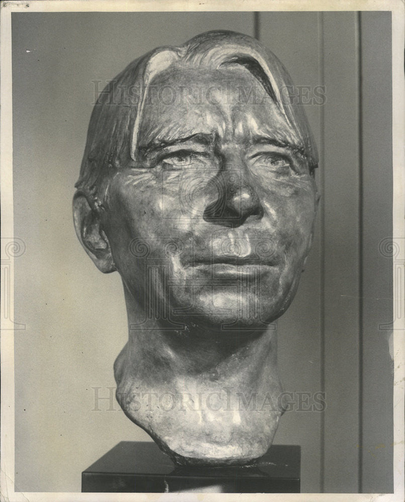 1956 Press Photo Bronze Head Carl Sandburg Alice Siems Chicago Public Library - Historic Images