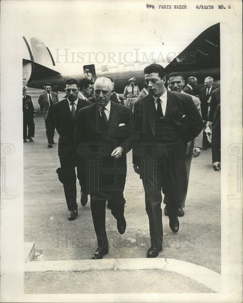 1958 Press Photo General Salan Leaving Plane Orly Airport Paris Trip - Historic Images