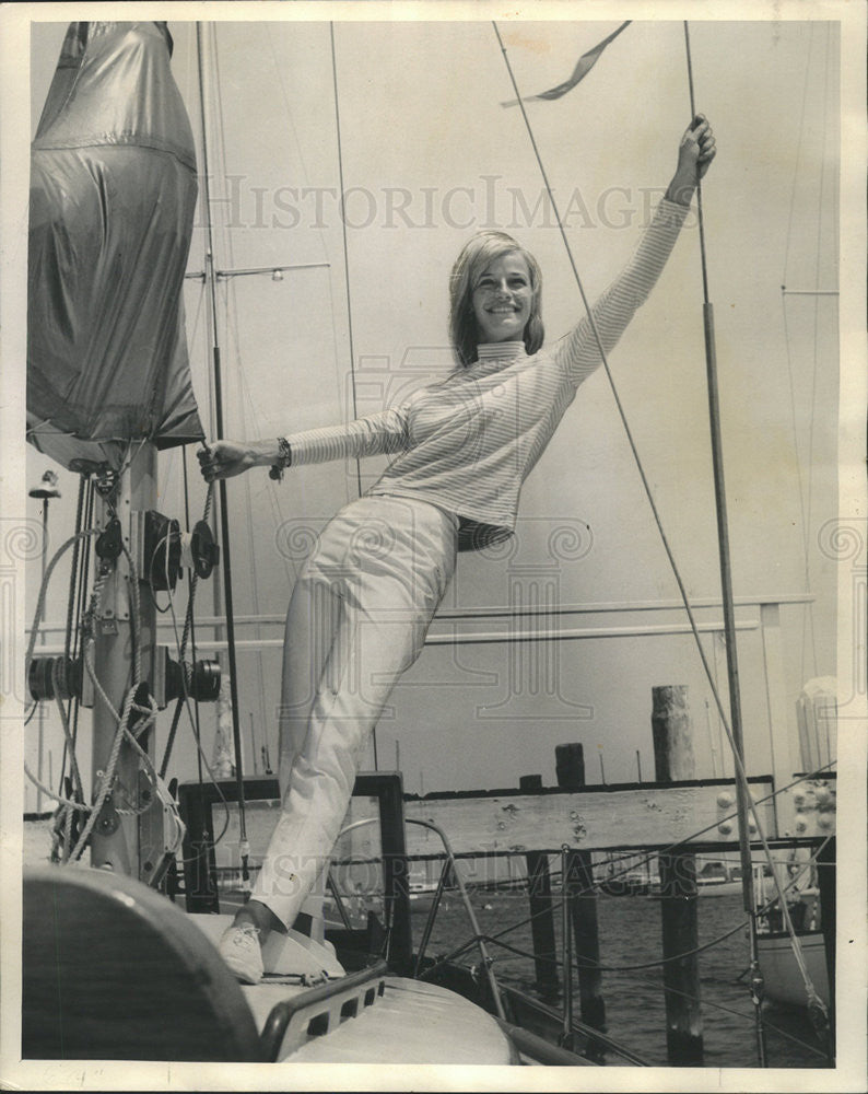 "1965 Press Photo  Deborah MacArthur aboard the ""Claymore"" - Historic Images"