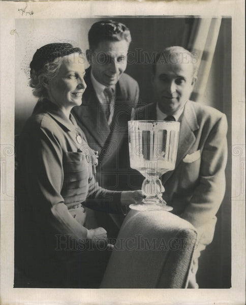 1953 Press Photo Goblet To Be Presented To King Paul & Queen Frederika Of Greece - Historic Images