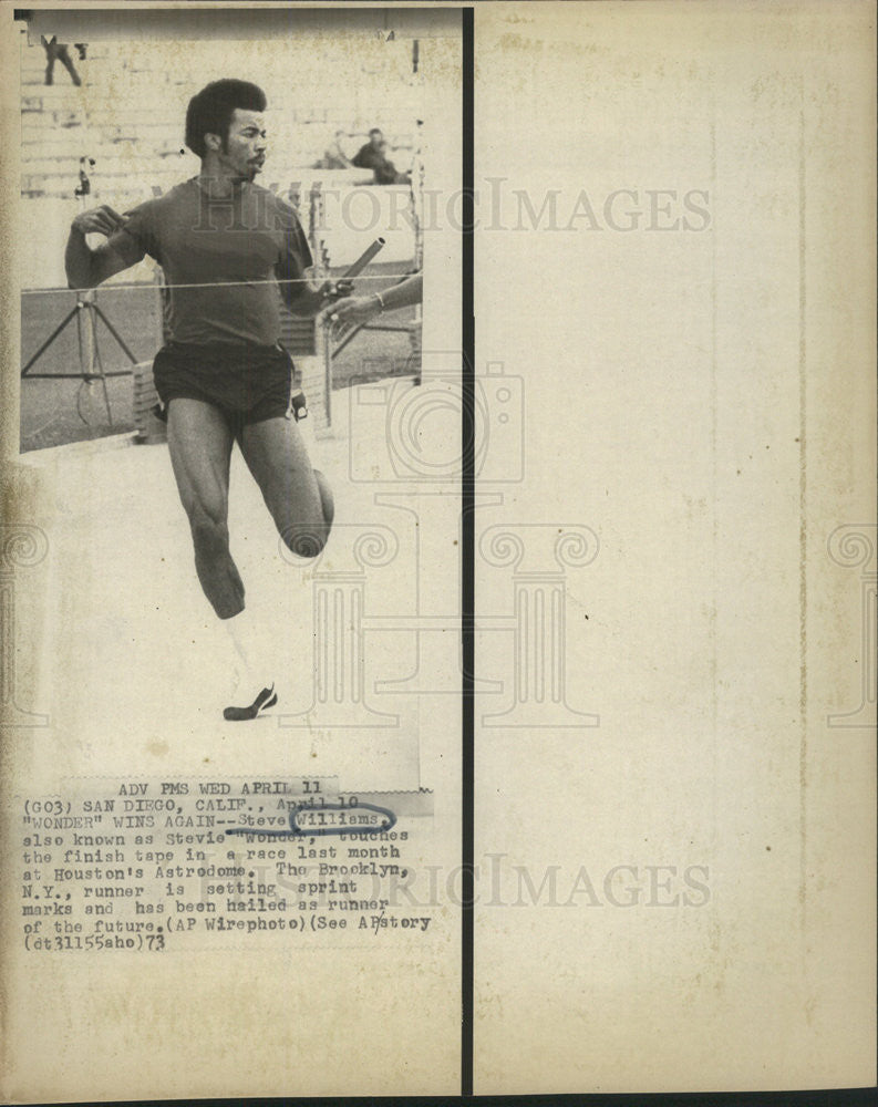 1973 Press Photo Steeve Williams crosses first the finish line at Houston's Astr - Historic Images