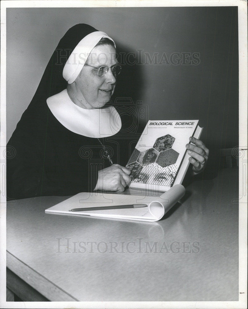 1968 Press Photo Sister M. Pius,author - Historic Images