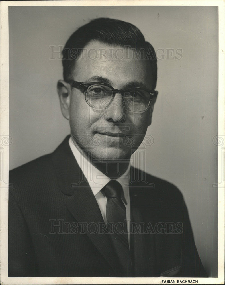 1961 Press Photo Dr Picard,Central Scientific Co. - Historic Images