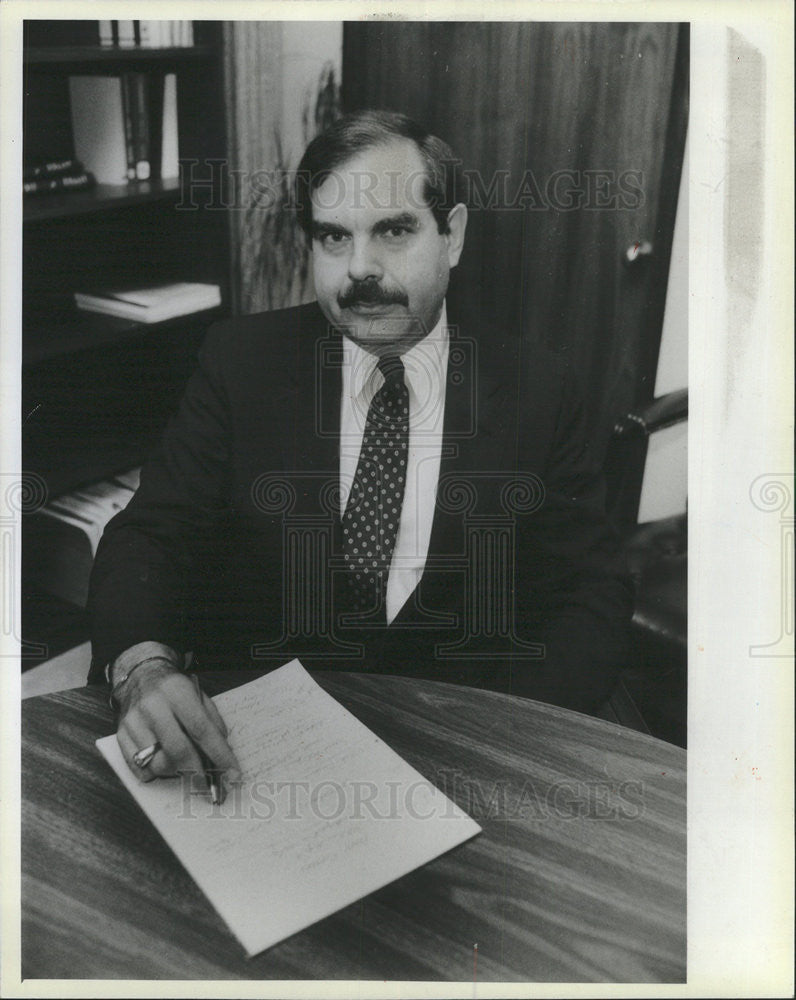 1985 Press Photo Ron Picur,City Comptroller Chicago - Historic Images