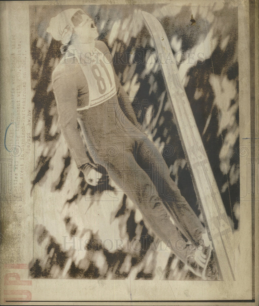 1975 Press Photo earl Shnabl skiing - Historic Images