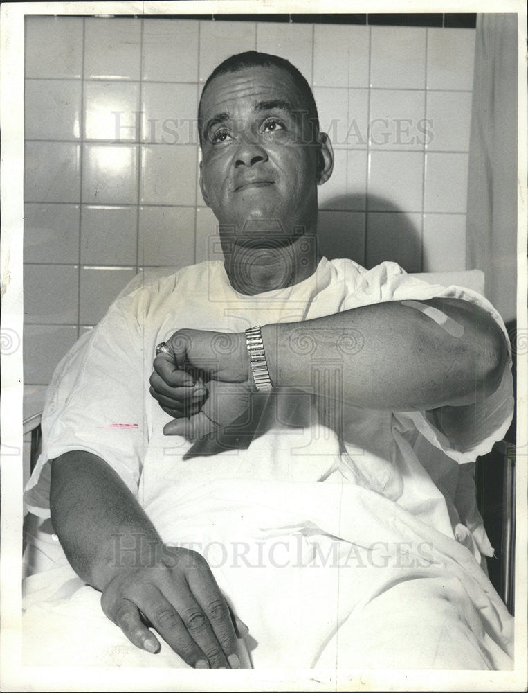 1964 Press Photo Patrolman William Newman Shows Bruised Forearm After Scuffle - Historic Images