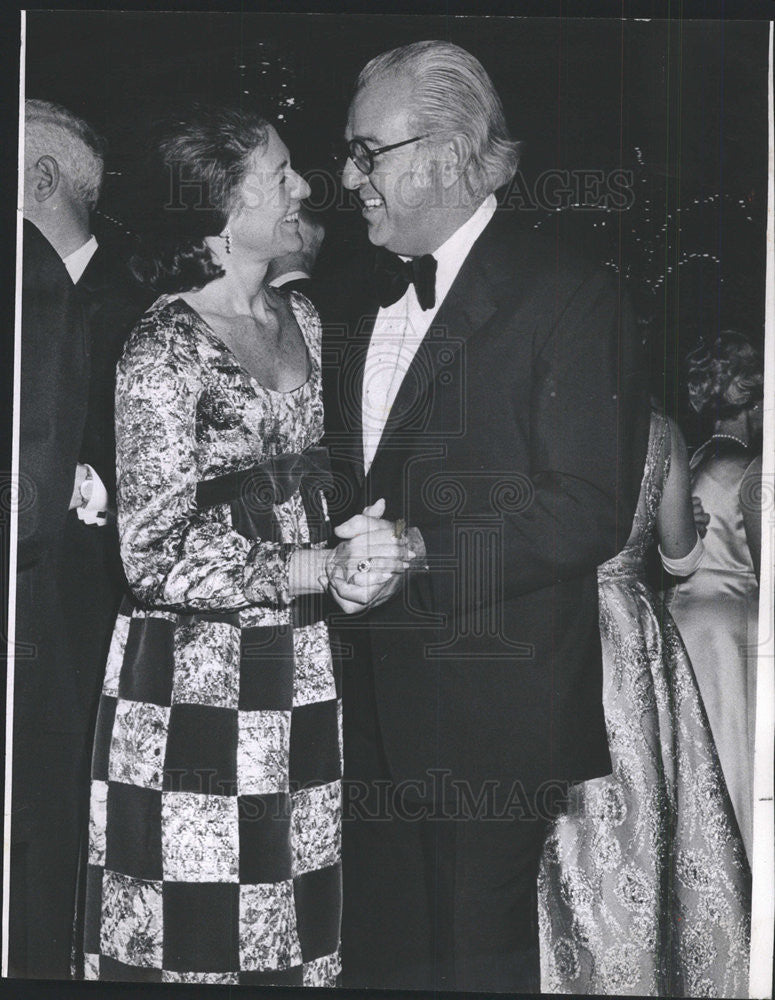 1969 Press Photo Mrs Edward Newman & Leonard Horwich Dance At Palmer House - Historic Images