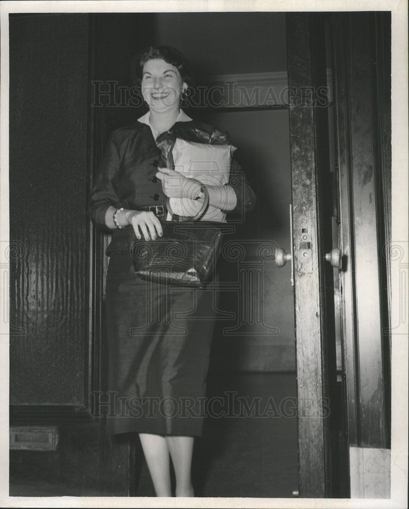 1955 Press Photo Nita Neal fired by City Hall boss - Historic Images