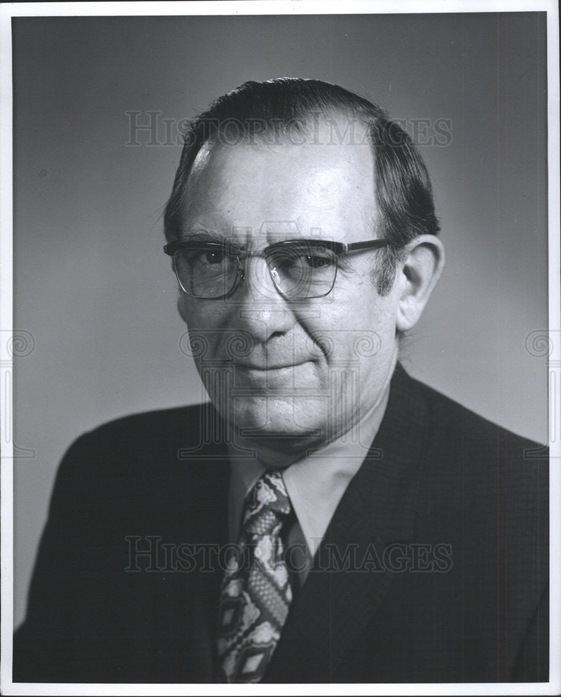1974 Press Photo Dr. Stephen D. Mosny Manager of the Medical Department Chicago - Historic Images