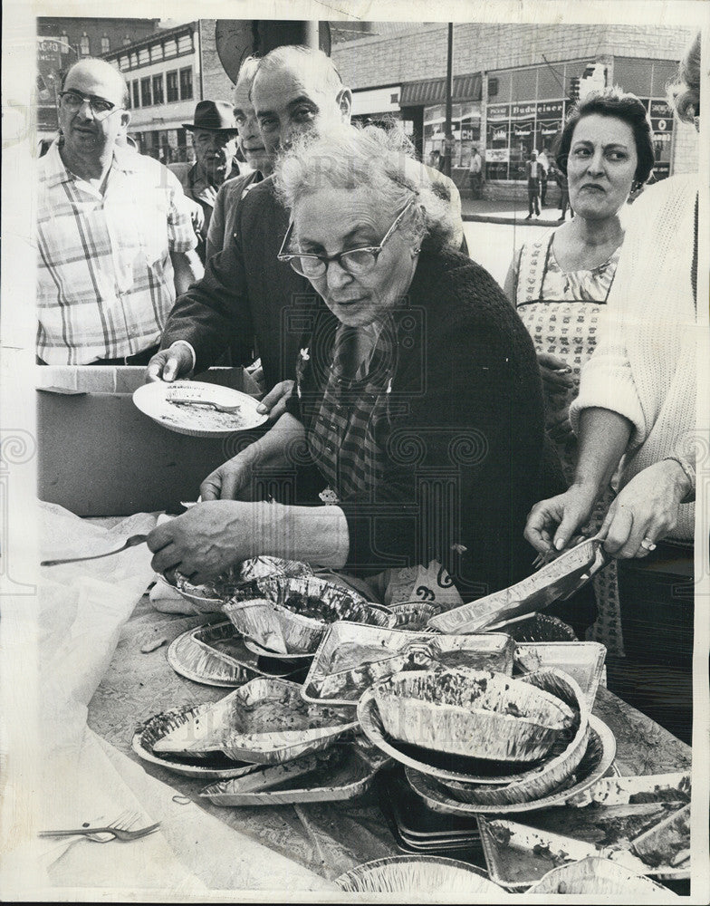 1966 Press Photo Mary LaPorte at 19th annual Spaghetti Dinner in Chicago - Historic Images