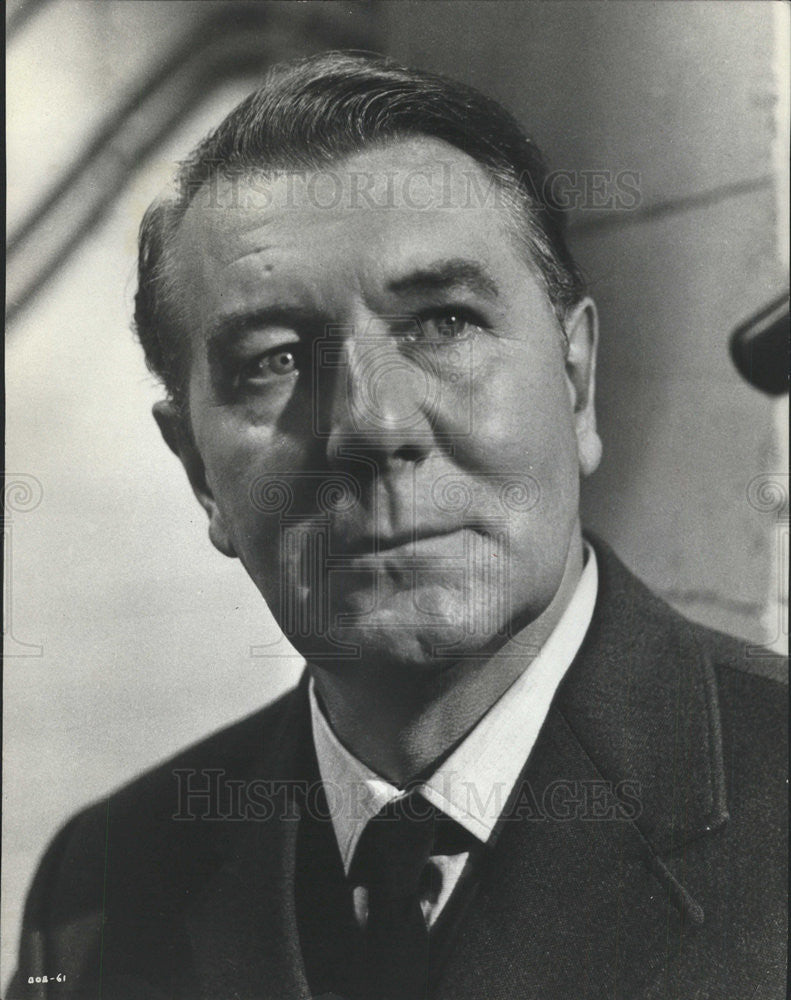 "1971 Press Photo Actor Michael Redgrave stars in ""Battle of Britain ."" - Historic Images"