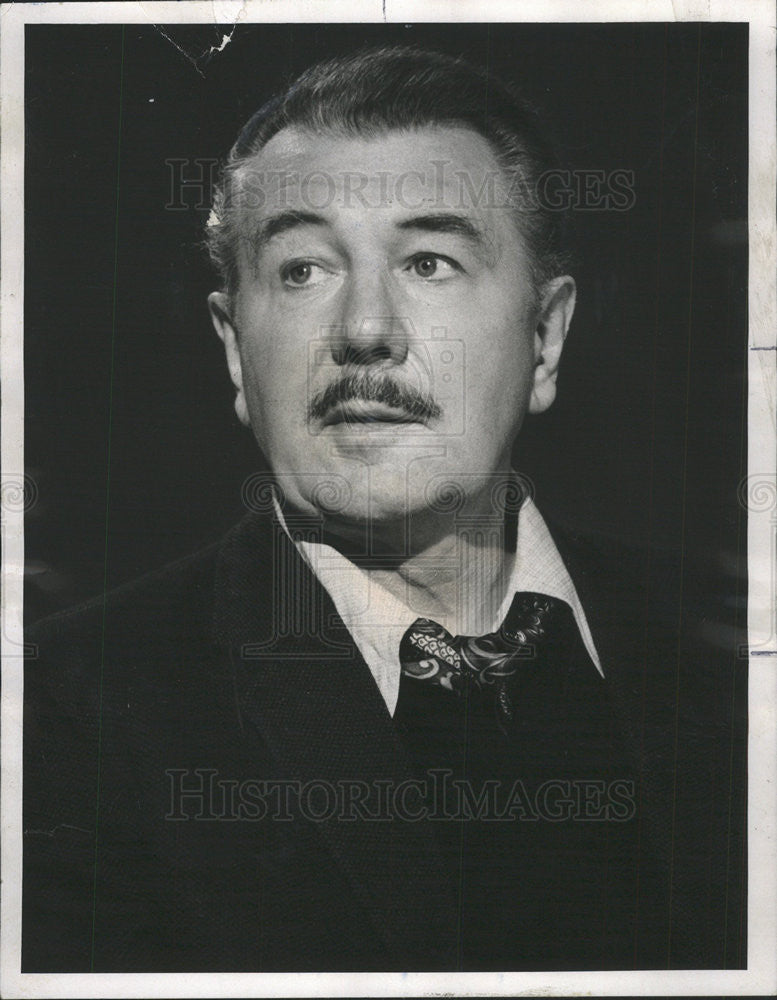 "1974 Press Photo Sir Michael Redgrave narrates ""A Child's Christmas in Wales"" - Historic Images"