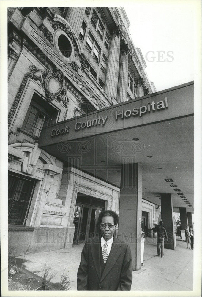 1981 Press Photo Elliot Roberts director Cook County Hospital - Historic Images