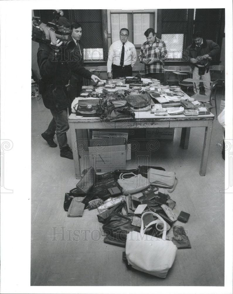1992 Press Photo Stolen handbags, Chicago police, Magaret Striblin - Historic Images