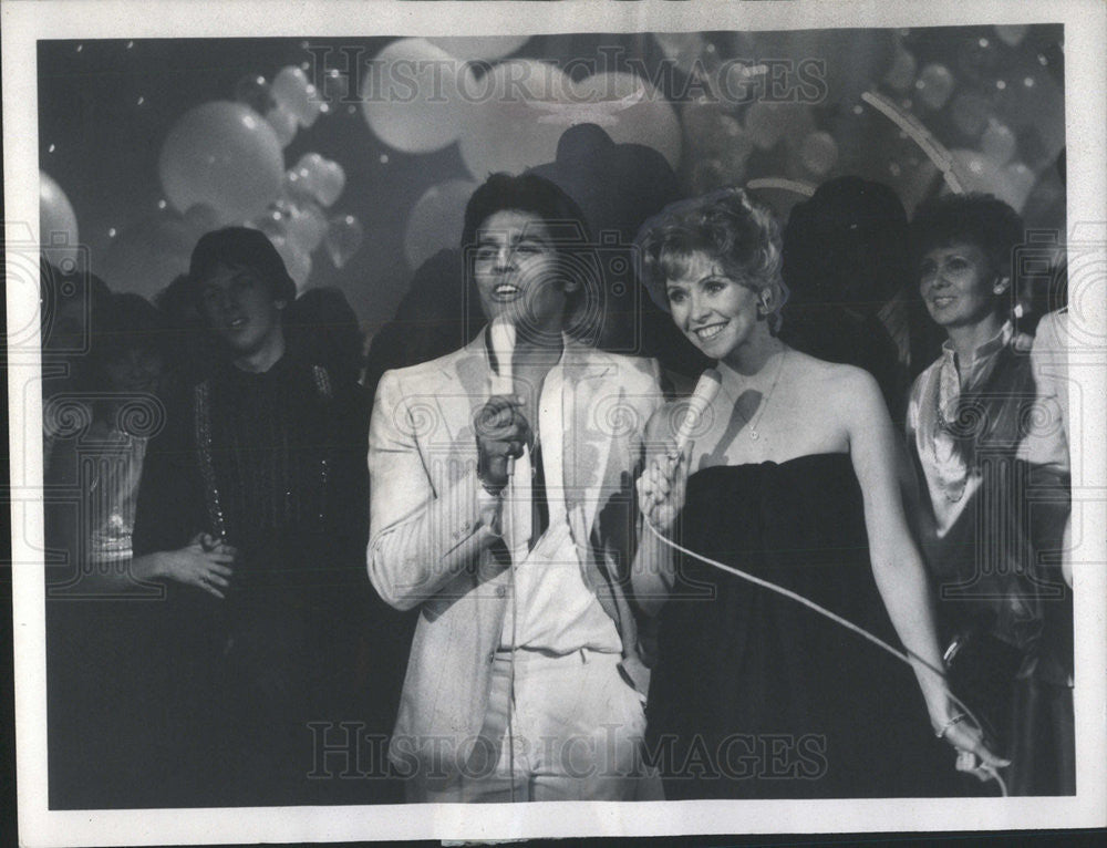 1978 Press Photo Erik Estrada CHIPS Lauren Tewes Love Boat New Year Rocking Eve - Historic Images