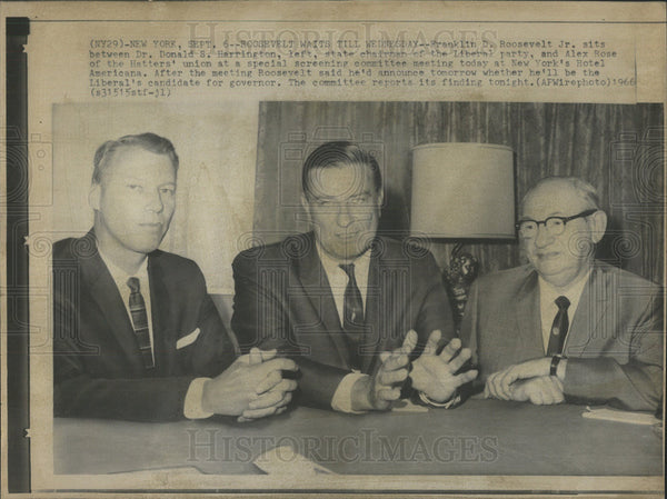 1966 Press Photo Roosevelt Jr Harrington Liberal Party Rose Hatters Union Meet - Historic Images