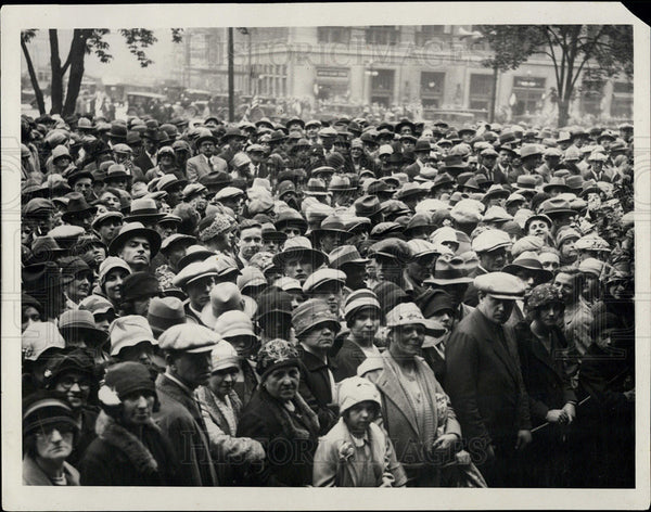 1928 Press Photo Crowd outdor Detroit City Hall. - Historic Images