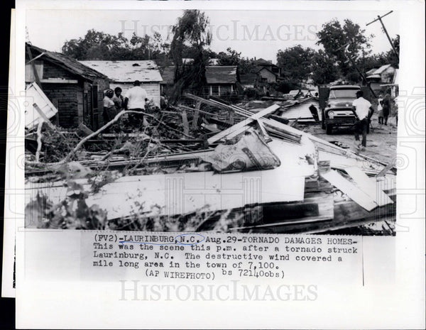 Press Photo Tornado Damages Homes in Laurinburg North Carolina Town of 7,100 - Historic Images