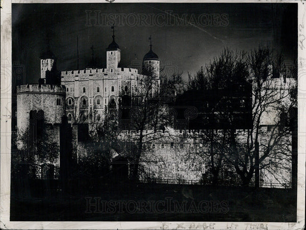 1937 Press Photo Floodlights bathe the Tower of London - Historic Images