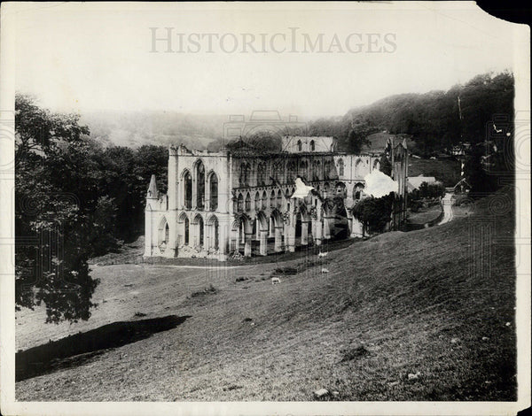 1925 Press Photo Rievaulx Abbey, dated from 1131, in England. - Historic Images