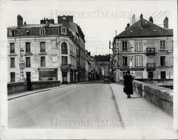 1938 Press Photo Main Street in Chateau Thierry in 1937 - Historic Images