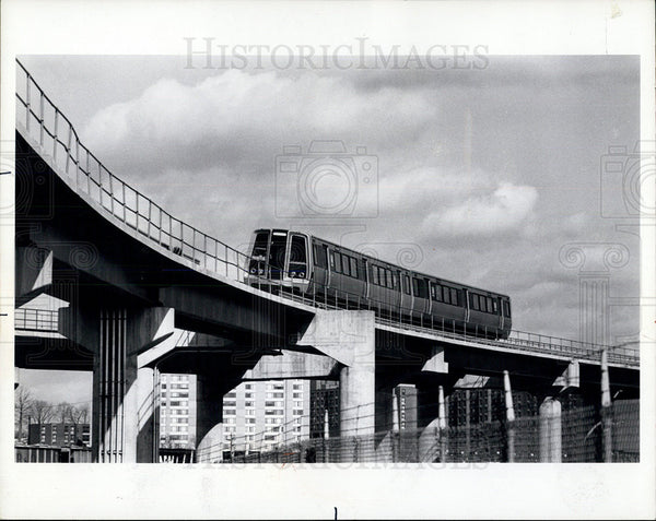 1975 Press Photo New Metro Trains On Aerial Structure North Of Brentwood - Historic Images