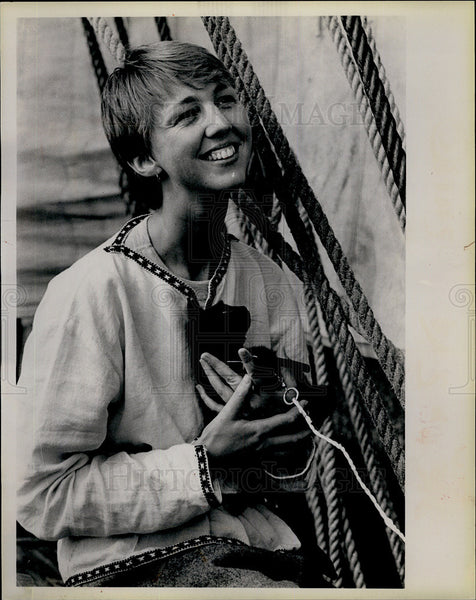 "1912 Press Photo Kathy Grotto with cat ""Aroma"" aboard Saga Siglar - Historic Images"