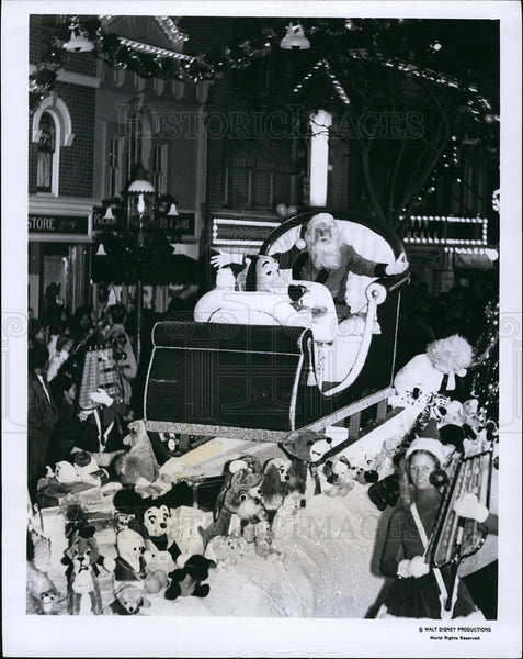 1974 Press Photo Santa Claus toy-filled sleigh Disneyland Fantasy on Parade - Historic Images
