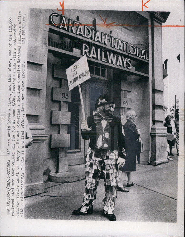 1966 press photo one of 110 000 railraod workers in canada on strike