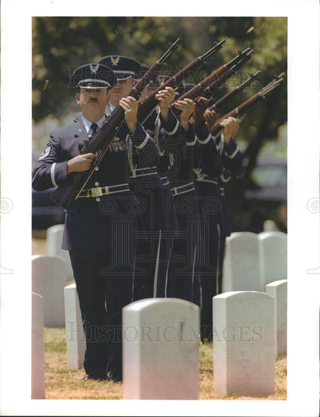 1996 Press Photo Funeral of Tech. Sgt. Patrick Fennig killed in Saudi Arabia - Historic Images