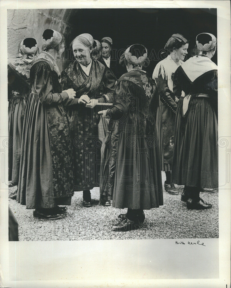 1965 Press Photo Cannstadt Folk Festival. Women in traditional dress. - Historic Images