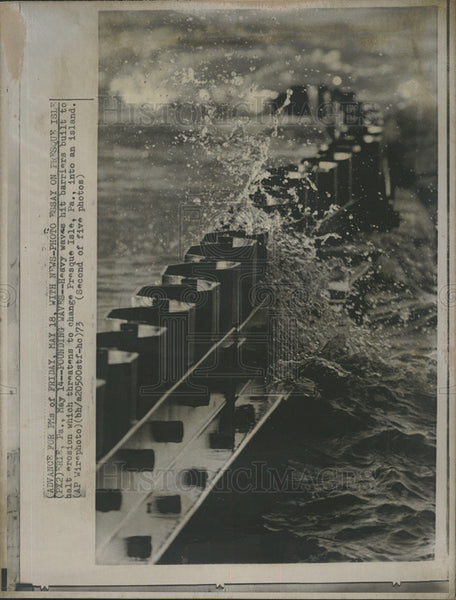 1973 Press Photo Heavy Waves Hit Barriers At Presque Isle, Pennsylvania - Historic Images
