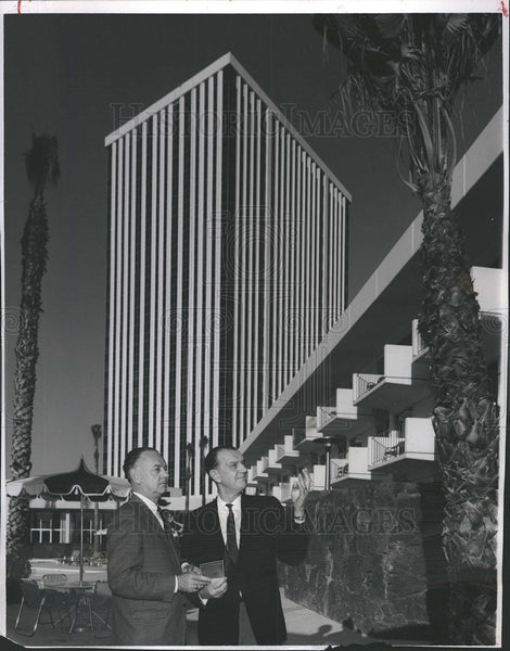 1965 Press Photo Milt Frampton and Ed Stopher at the new Del Webb TowneHouse - Historic Images