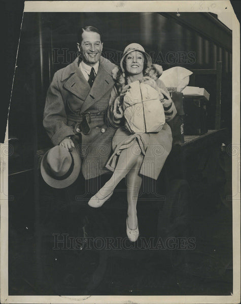 1928 Press Photo Actor Maurice Chevalier And His Dancer Wife Yvonne - Historic Images