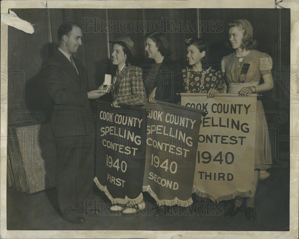 1940 Press Photo Superintendent Schools Noble Puffer annual spelling bee contest - Historic Images
