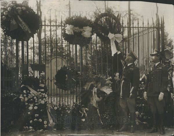 1929 Press Photo Hoover Wreath Teddy Roosevelt Grave Hugh Drun - Historic Images