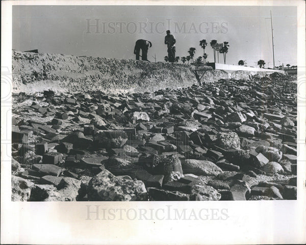 1965 Press Photo Seawall construction in Florida - Historic Images