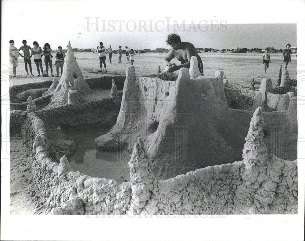 Press Photo Giant  Sand Castle - Historic Images