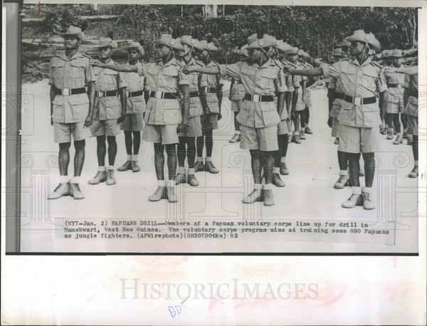 1962 Press Photo Members Of Papuan Voluntary Corps Drill In Manokwari New Guinea - Historic Images