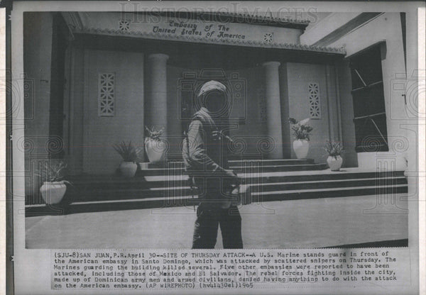 1965 Press Photo U.S. Marine stands guard at the American embassy in Santo - Historic Images