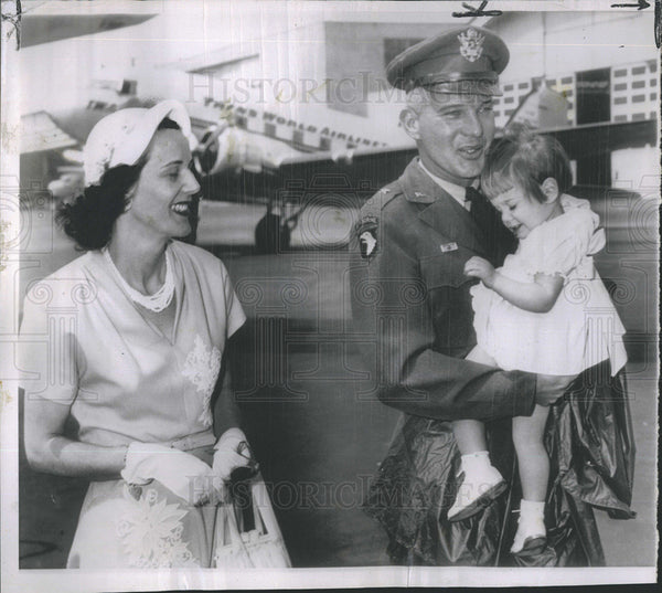1951 Press Photo Gen John Michaelis Home From Korea Carries 1 Yr old Baby - Historic Images