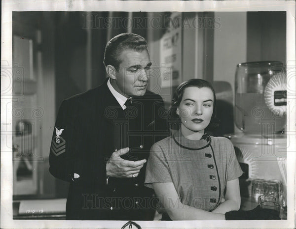 "1951 Press Photo Forrest Tucker & Ella Raines in ""Fighting Coast Guard."" - Historic Images"