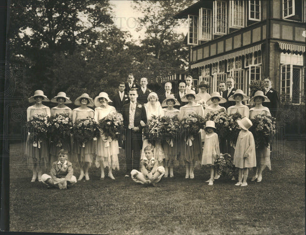 1925 Press Photo Mr, Mrs William AP Pullman, Bridal Party - Historic Images